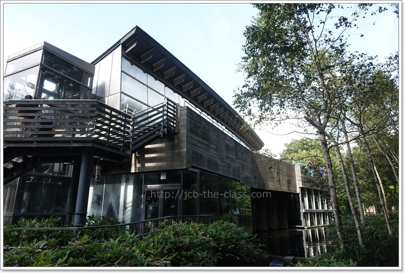 山梨県富士湧水の里水族館